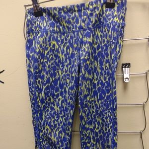 S (6-7) Old Navy Active Multi Print Crop Pant